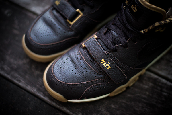 Nike_Air_Trainer_MID_PRM_QS_Brown_Houndstooth_Sneaker_puntera