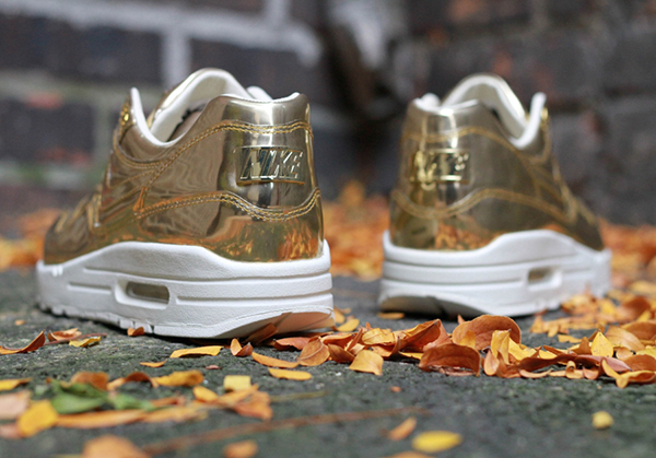 nike-wmns-air-max-1-liquid-gold-par-talon