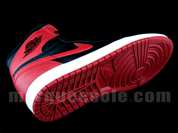 Air-Jordan-1-OG-Black-Red-suela