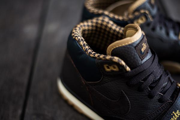 Nike_Air_Trainer_MID_PRM_QS_Brown_Houndstooth_Sneaker_lengueta