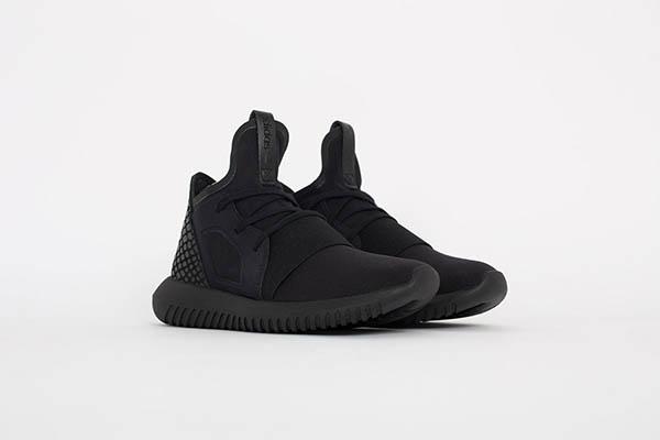 adidas-tubular-defiant-triple-black-2-1200x800