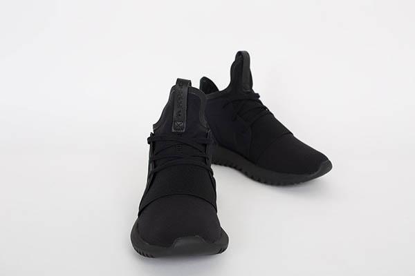 adidas-tubular-defiant-triple-black-3-1200x800