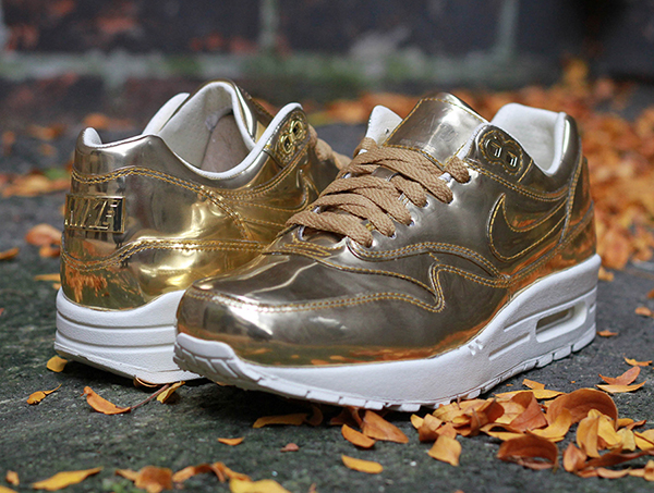 nike-wmns-air-max-1-liquid-gold-par-invertido
