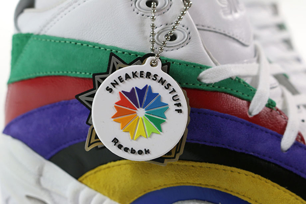 sneakersnstuff-sns-reebok-shaqnosis-logo-detalle
