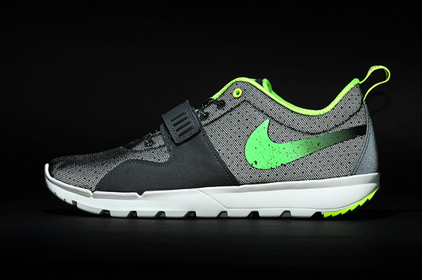 stussy-nike-trainerendor-black-neon-lateral-3m