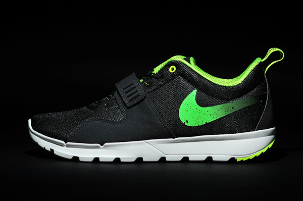 stussy-nike-trainerendor-black-neon-lateral